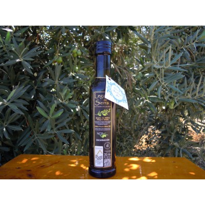 Etiqueta colgante con cordón dorado en Botella de 250 ml de Aceite de Oliva Virgen Extra con D.O. Sierra de Cazorla