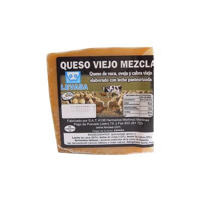 Cuña de Queso viejo mezcla 300-350 g Levasa